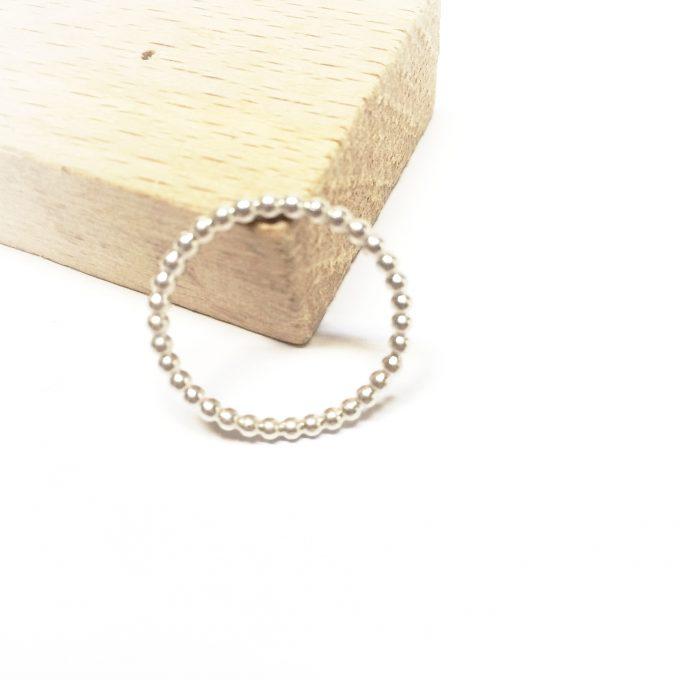 Basic medium •••ring in sterling silver (2mm)